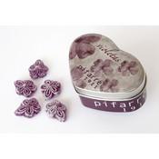 Caramelos pastillaje violetas.